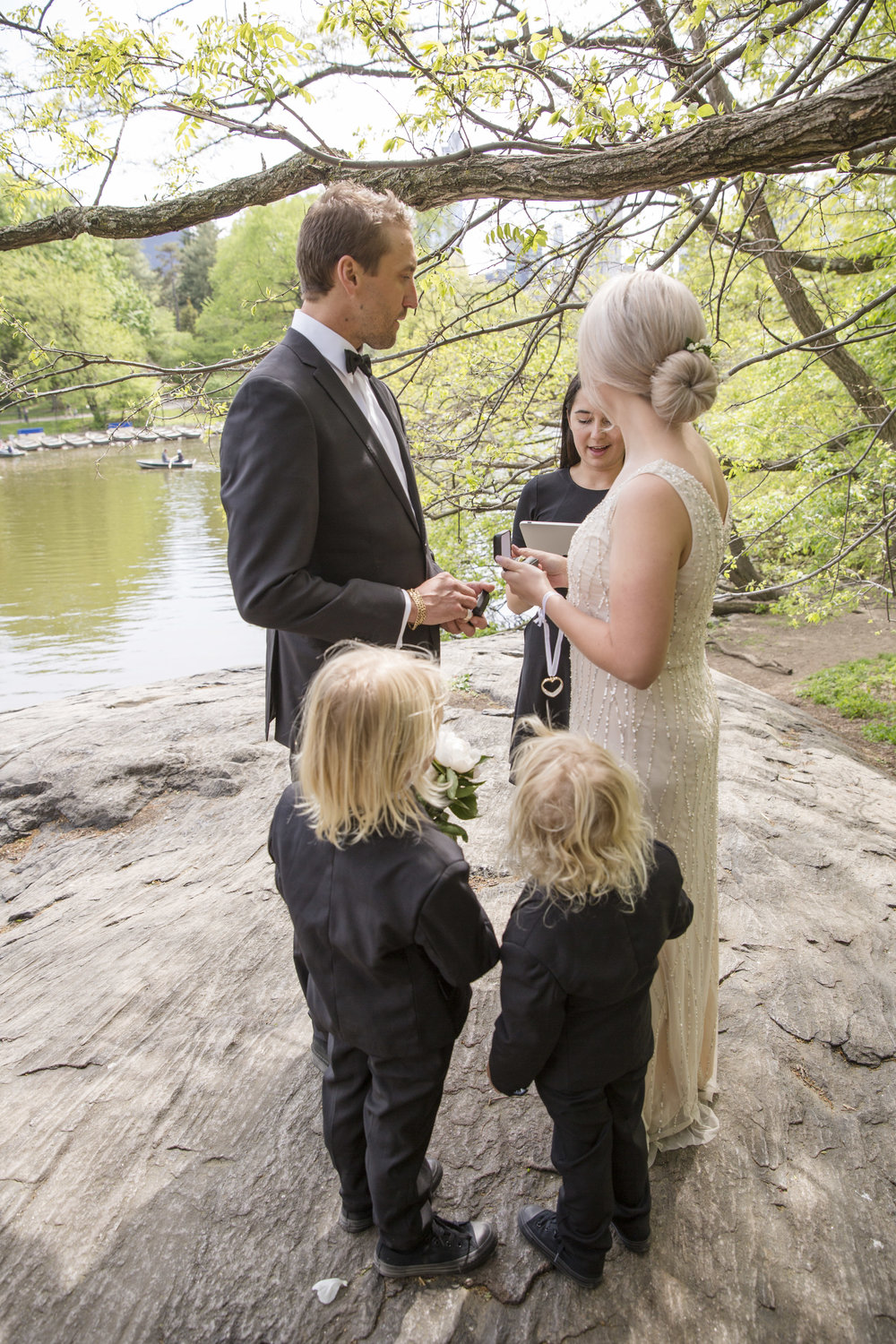 The sweetest family gathered together to exchange gifts during their wedding ceremony.