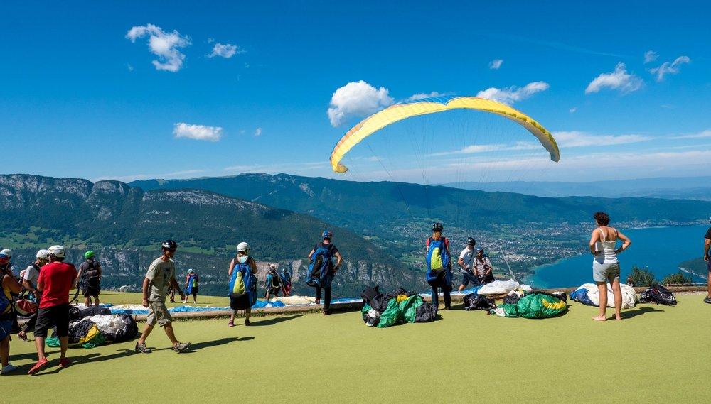 1080494_Gleitschirm-Tourismus am Lac Annecy_Frankreich_Aug17.jpg