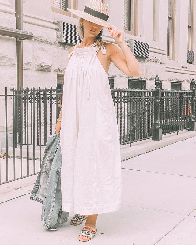 Headed back to NYC tonight for the first time since we moved away. Can't wait to be reunited with my first love.. and my husband 😉 we haven't spent this long apart in 4 years! This cute #summerlook is on the blog. Shop it with the link in my bio.