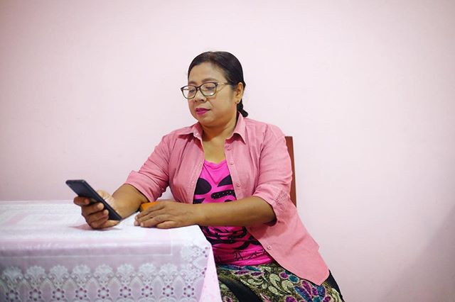 Daw Minga, 50 yrs old, says she sometimes can't sleep when she looks at #Facebook at night bc she sees scary pictures on her feed. Recently she saw a picture of a bloody woman's body on the ground. The caption said she was a victim of abuse. #dearmark #myanmar #karinstate