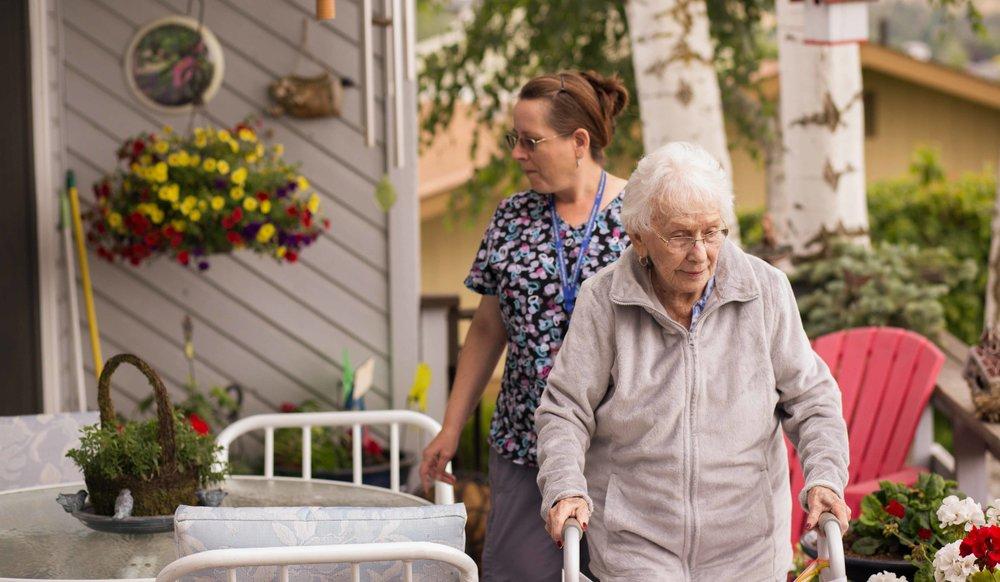 HeartsofGold hood river columbia gorge the dalles oregon caregiving at home care seniors nurses exports photos smiles happy sunshine time-24.jpg