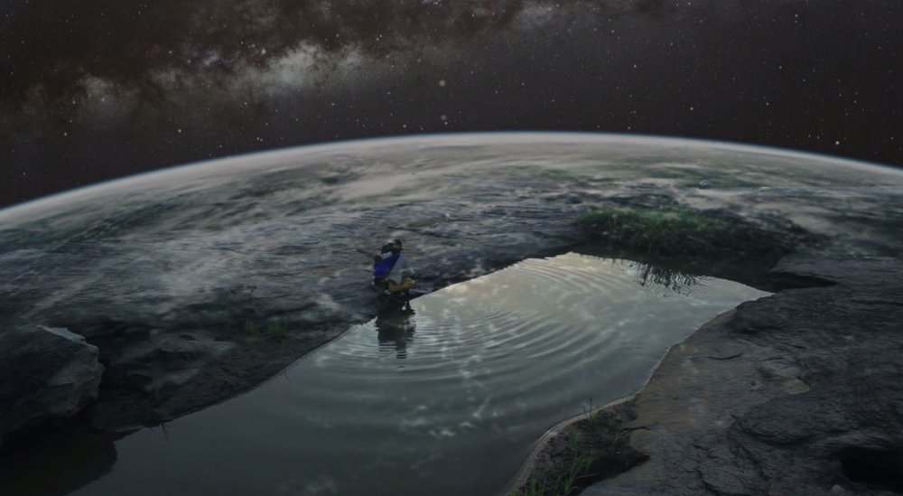 THe Earth curvature - woman washing.JPG
