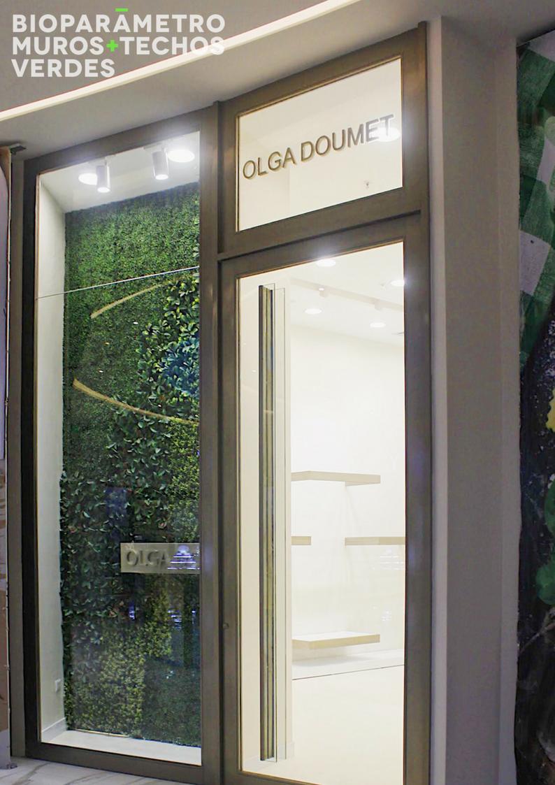 Local Olga Doumet - C.C. Alhambra - Sistema: Jardín Vertical - ArtificialDiseño: @bioparametroec