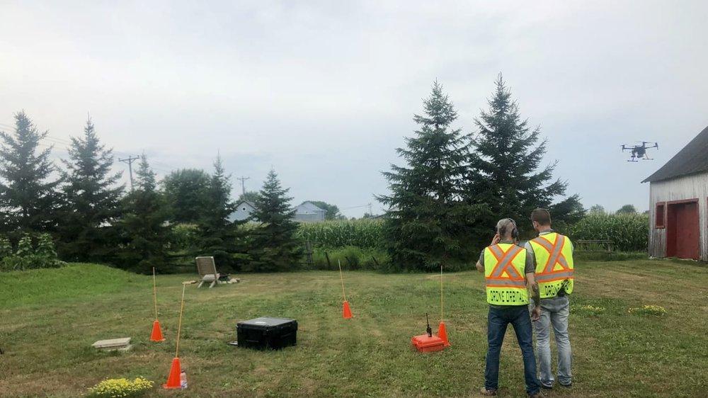 Les propriétaires de l'entreprise Drone Orbital se spécialisent notamment dans l'utilisation de drones lors d'opérations de recherche et sauvetage. Photo : Radio-Canada/Marie-Pier Bouchard