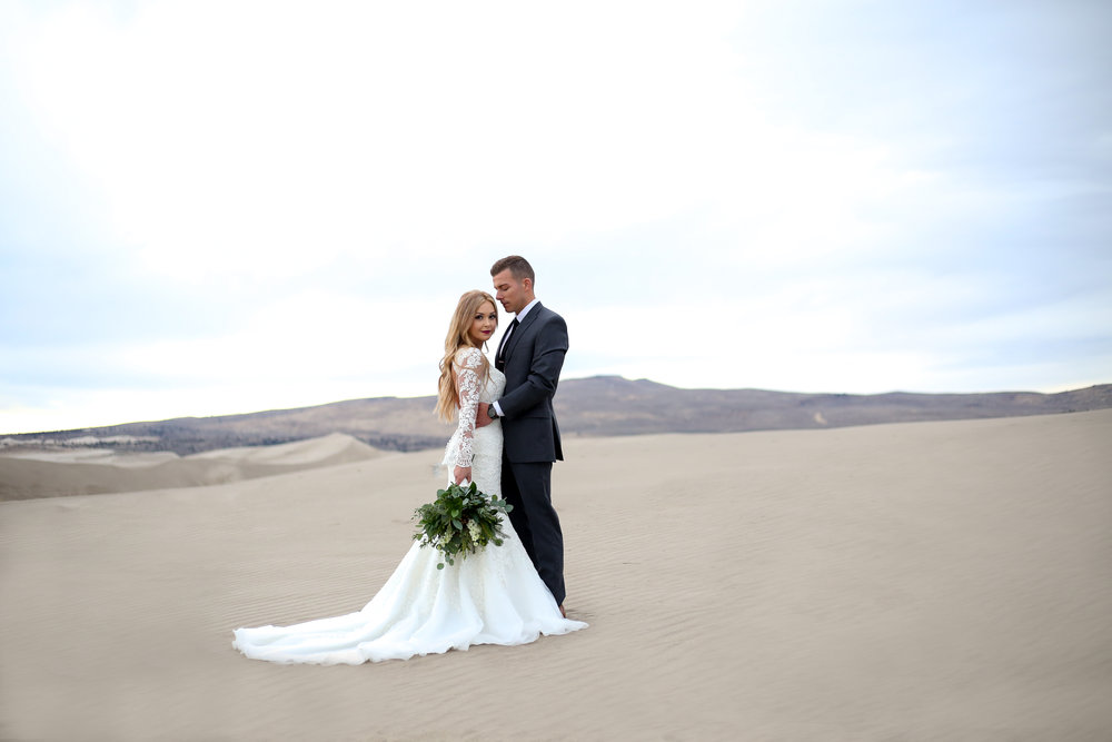 Courtney Volksen Photography | Stunning sand dune bridal shot in Idaho