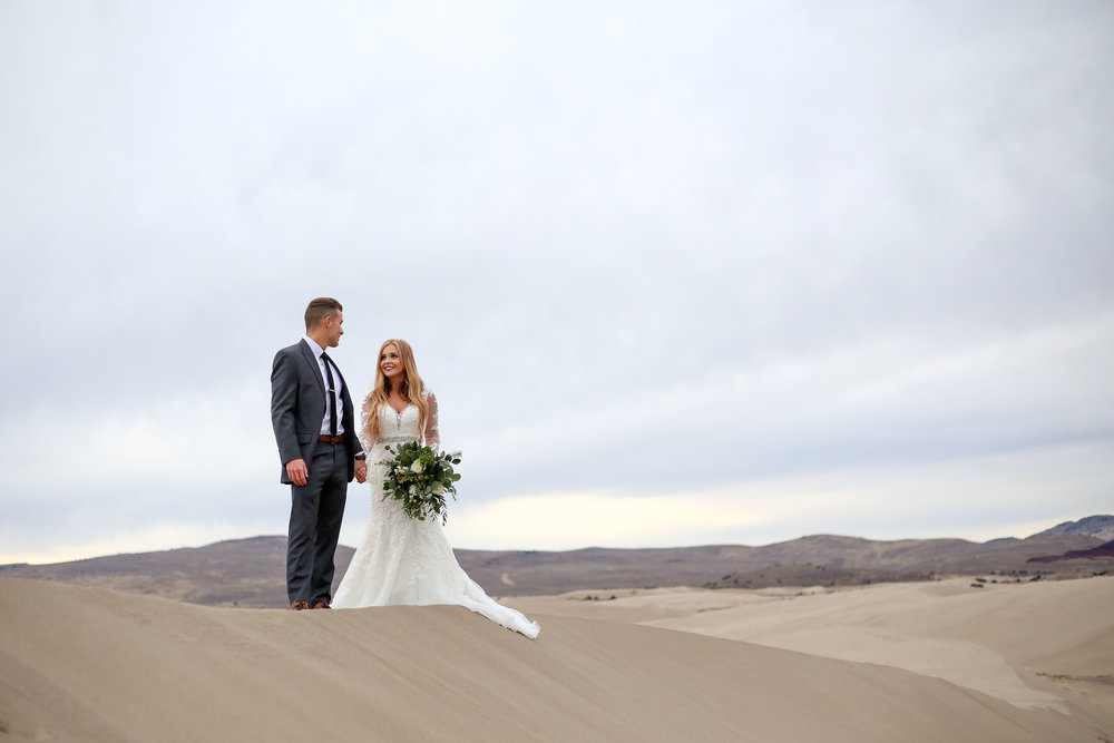 Beautiful outdoor bridals at the Saint Anthony sand dunes in Idaho