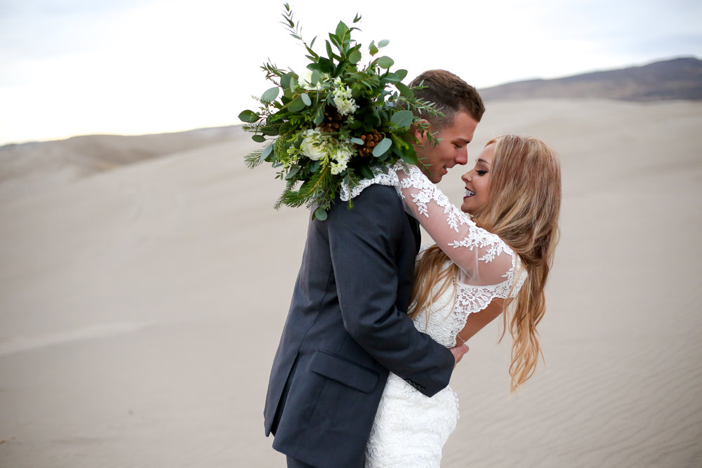 Stunning first look photo at sand dunes in Idaho