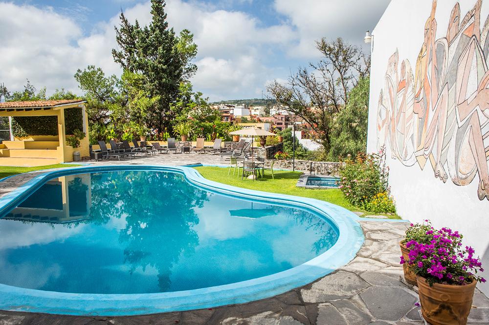 hotel_el_atascadero_pool.png