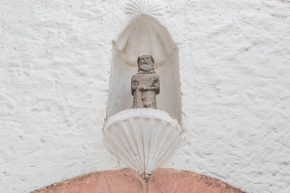 hotel_el_atascadero_statue.png