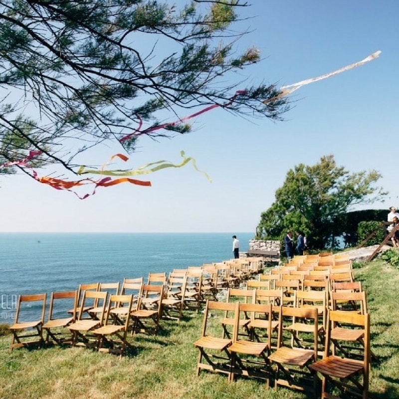 Cliff-side Wedding Venue - This breath taking wedding ceremony spot, perched on a cliff top in the gardens of a traditional Basque house, is sure to wow your guests! With a purpose built reception room of stone walls and wooden beams, this venue is best enjoyed as an intimate group of about 80 guests. Just a short walk down a footpath to the beach and 3 stylish bedrooms as bridal party accommodation, you can enjoy the natural beauty of the area in the days surrounding your wedding. Get in touch for more info! Image @elapoppies