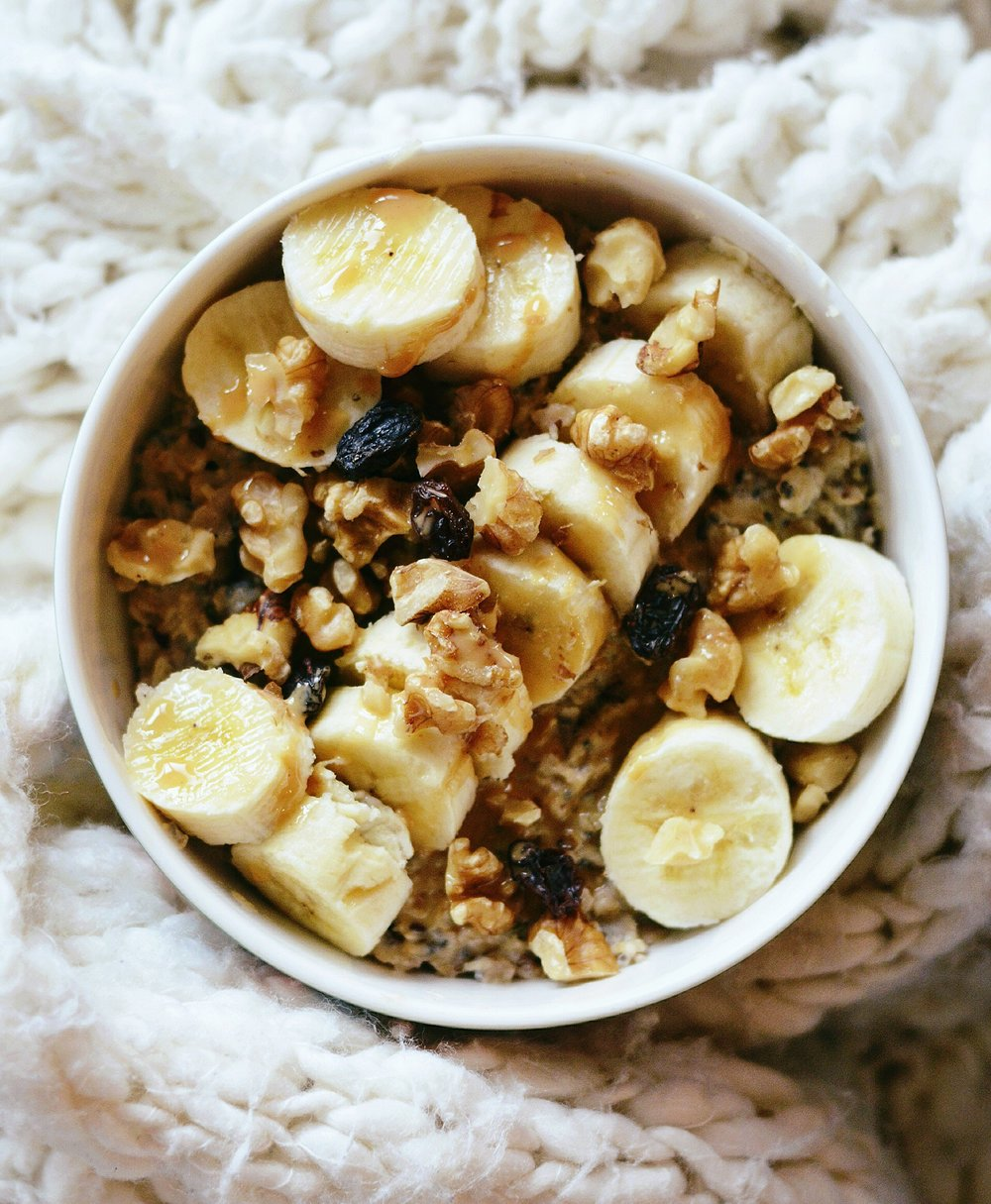 HEALTHY BREAKFAST // oatmeal with bananas, raisins, and walnuts.