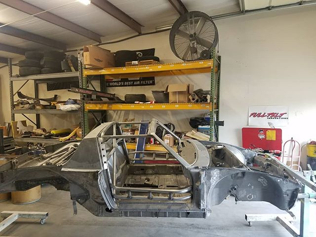 The porsche 914 is ready for paint all blasted and fabrication work done . . . #skinandbones #skinandbonesfab #fabrication #welding #patch #porsche #porsche914 #cage #rollcage #tigwelding #gussets #custom #rollbar #tubebending