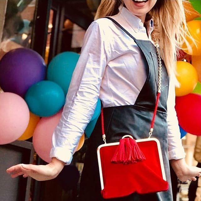 The ISTI Jones in red velvet with suede tassels is our Monday muse ❤🎈 #musemonday #popofred #redvelvet  #popofcolor #redismyfavoritecolor #isticlutch #handbags #fallfashion #handbagaddict #velvetclutch #thejonesclutch