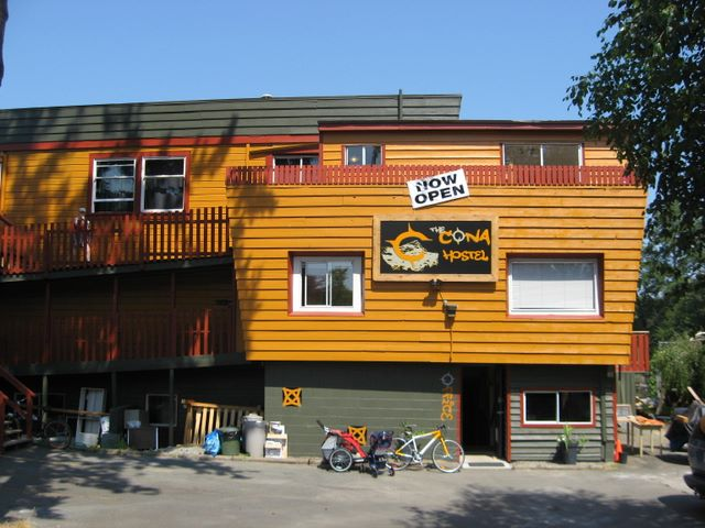 Cona Hostel Outside.jpg