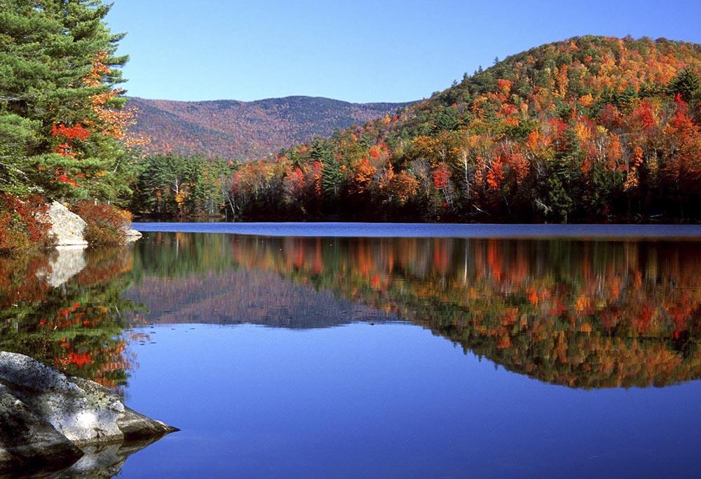 NEW-HAMP-Lake-Fall-Foliage-New-Hamp-Division-of-Travel-Tourism.jpg