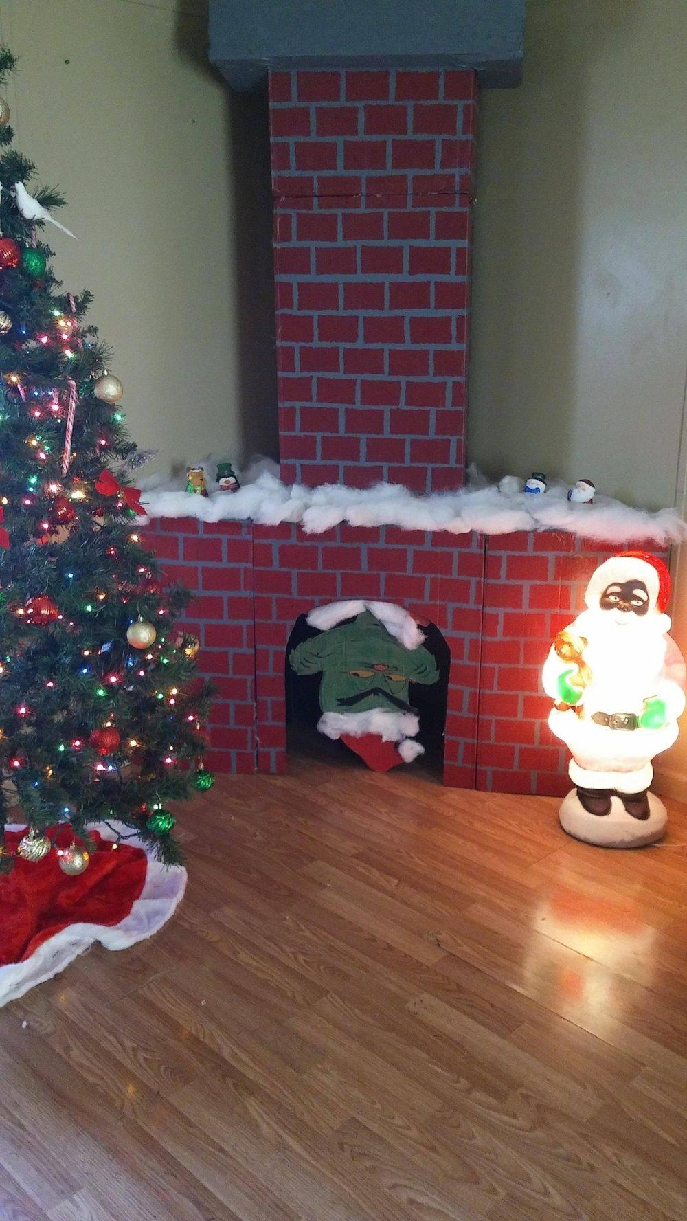 4 easy christmas crafts. #christmas #christmascrafts #handmade #handmadeChristmas #ChristmasGiftIdeas #SewingTutorial #fauxfireplace