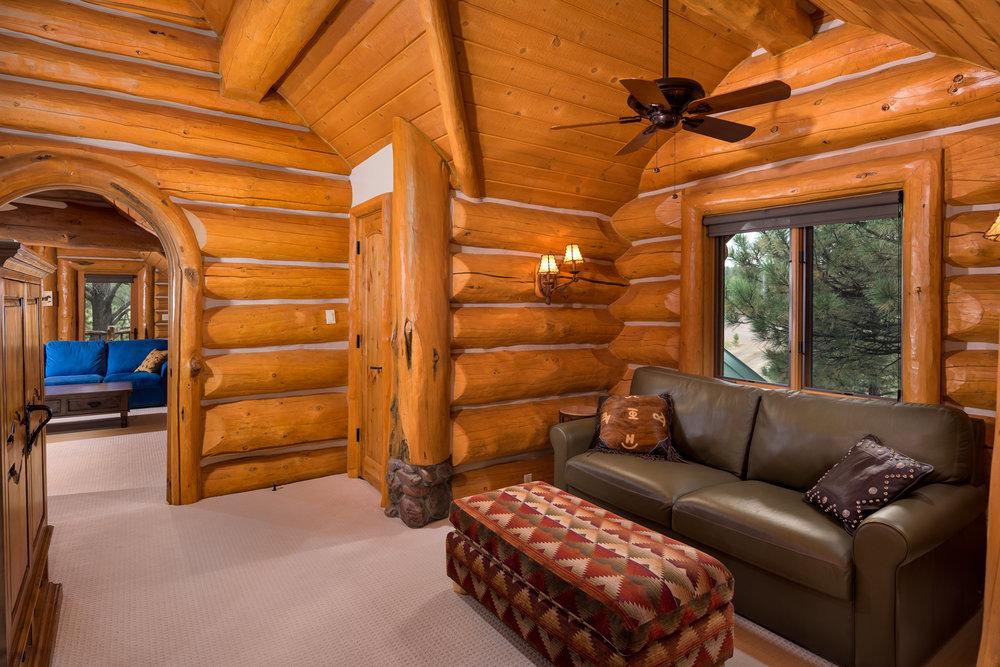 24- Bed 4 Suite.jpg