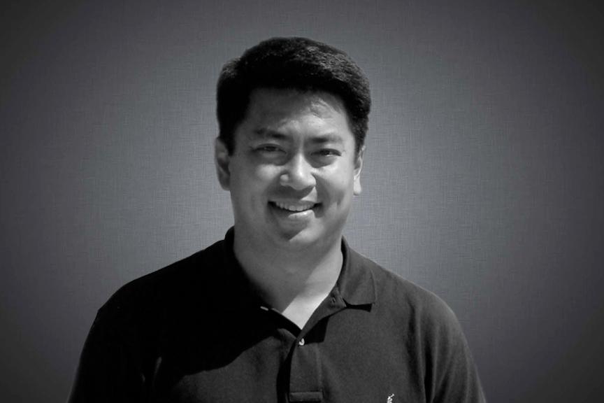 Christopher Liong, 董事长   Chris目前Suffolk Capital Management公司担任研究总监职位,公司是一家位于纽约并管理30亿美金的投资公司。他于1996年作为研究分析员加入公司,负责技术和电信领域。Liong先生于1999年成为公司首位研究总监,领导公司分析员应用Suffolk Capital Management价值评估法。两年后Liong先生开始协助首席投资官管理中/大市值核心股票基金。2002年Liong先生创建了公司大市值成长基金。Liong先生在美国康奈尔大学获得材料科学学位。