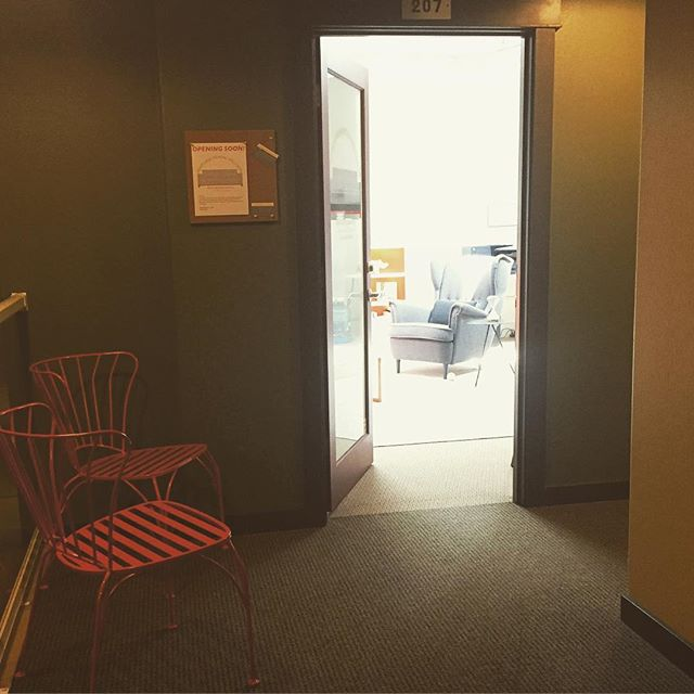 new chairs outside the office for your waiting pleasure. #portland #pdx #portlandoregon #mentalhealth #portlandmentawellness #therapy #counseling #psychology #wellness #sedivision