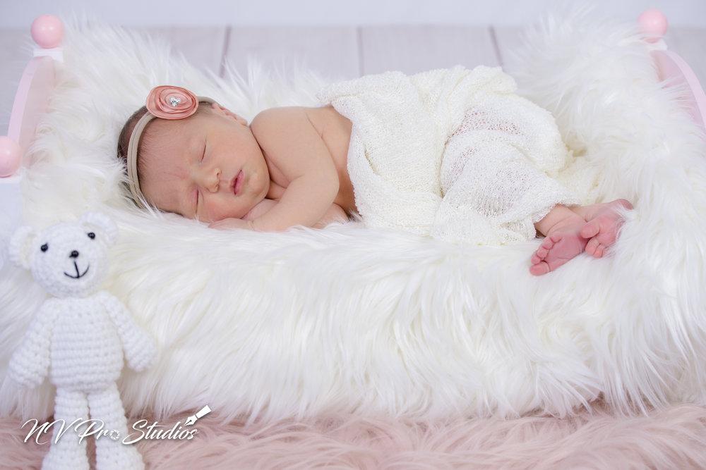 Lauras Newborn-34.jpg