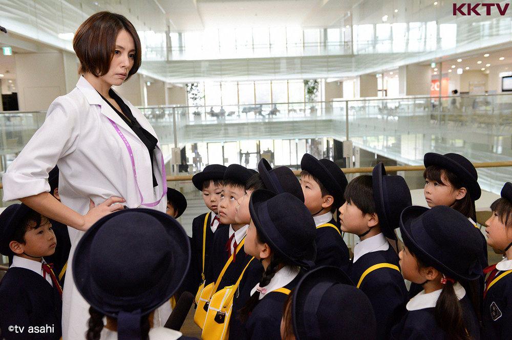 米倉涼子於《 派遣女醫X 》飾演痴狂高難度手術的女醫師 大門未知子。