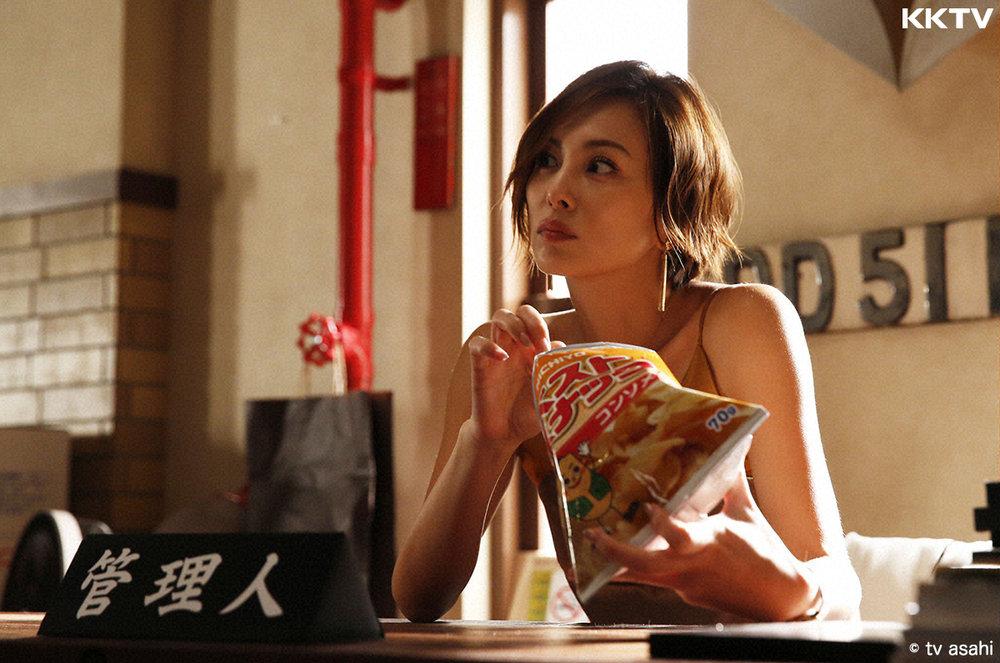 米倉涼子最新力作《Legal V 不敗律師》首播劇照。