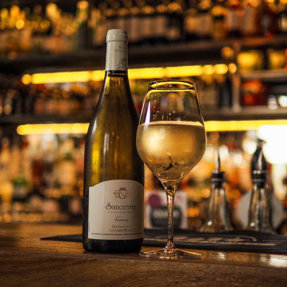 White wine (bar).jpg