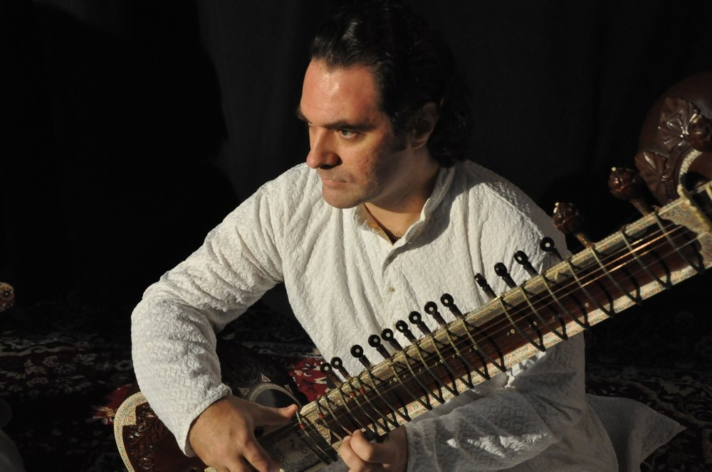 Alokesh Chandra - Sitar player with a difference.- Since almost two decades studying and presenting the ancient art of Indian classical music.- Performer, teacher, collaborator, promoter and ethernal traveller on the path towards perfection.- His music is soulful, deep, meditative and at the same time can be full of humor, fun and excitement.