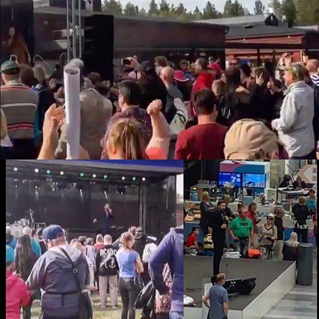 Johan oli hulinat torstaina! Ekaksi show Tahkokankaan kesäjuhlilla ja siitä suoraan Valkeaan tykittämään. Mieletön päivä. Kiitos kollegat, yleisö, sekä Tahkokankaan ja Valkean väki. Kaiken takana on tietysti Team Simisami🔥💥@teamsimisami @kauppakeskusvalkea @portionboysofficial @suviisohoo @samdownsuck #festivaalit #kesäjuhlat #show #singer #artist #entertainer #fit #fitness #sport #oulu #kauppakeskusvalkea #tahkokangas #musiikki #music #teamsimisami #valkeanvalssit #yötönyö #laulaja #iskelmä