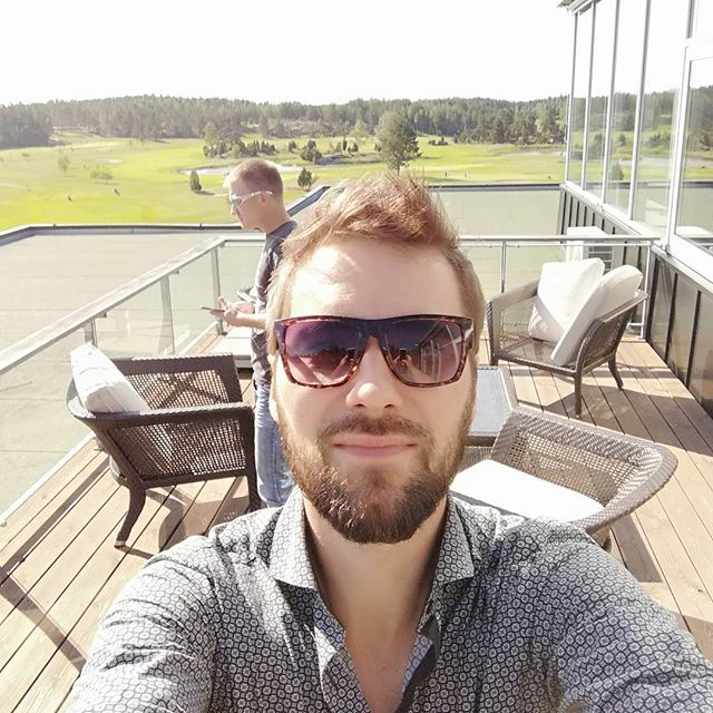 Tonights backstage😎 Takahuone on tänään kohillaan😎#backstage #Naantali #kultaranta #kultaranta #kultarantaresort #singer #laulaja #keikka #keikalla #music #musiikki #fit #fitness #golf #entertainment #entertainer #fun #gig #job #wedding #band