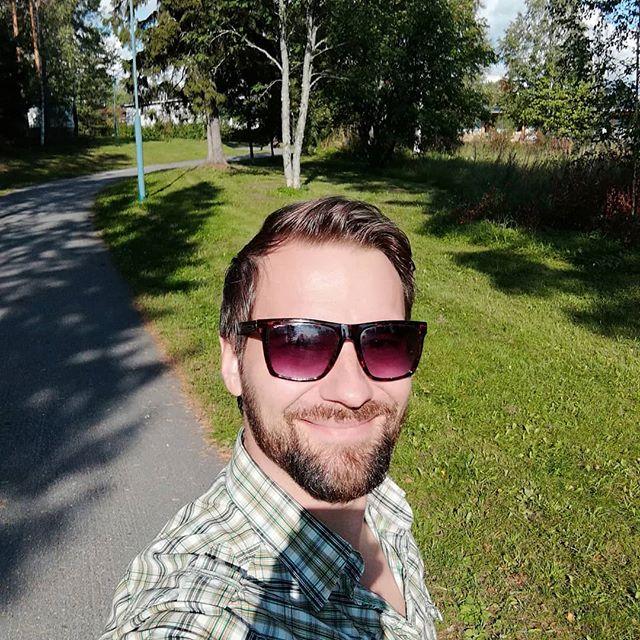Päivän aerobinen lähiökävely😎 Walking in the neigbourhood😎 Summer ain't done yet. #walk #selfie #sport #oulu #fit #fitness #urheilu #kävelyllä #luonto #nature #golf #singer #laulaja #music #virtaa #energy #smile