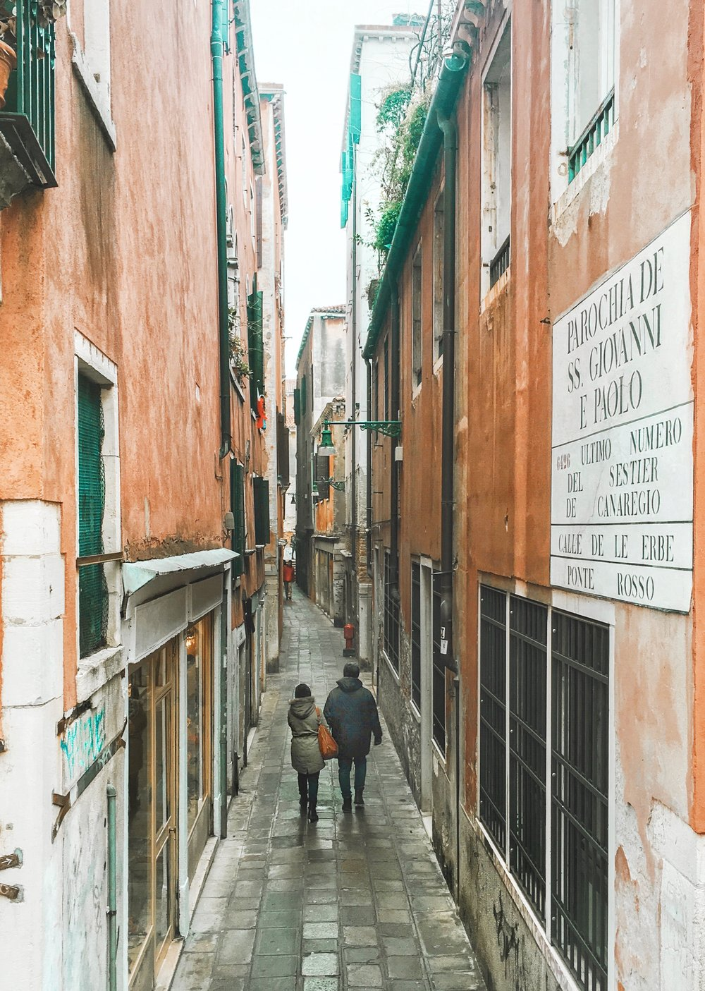 Travel_Venice_Alley.jpg