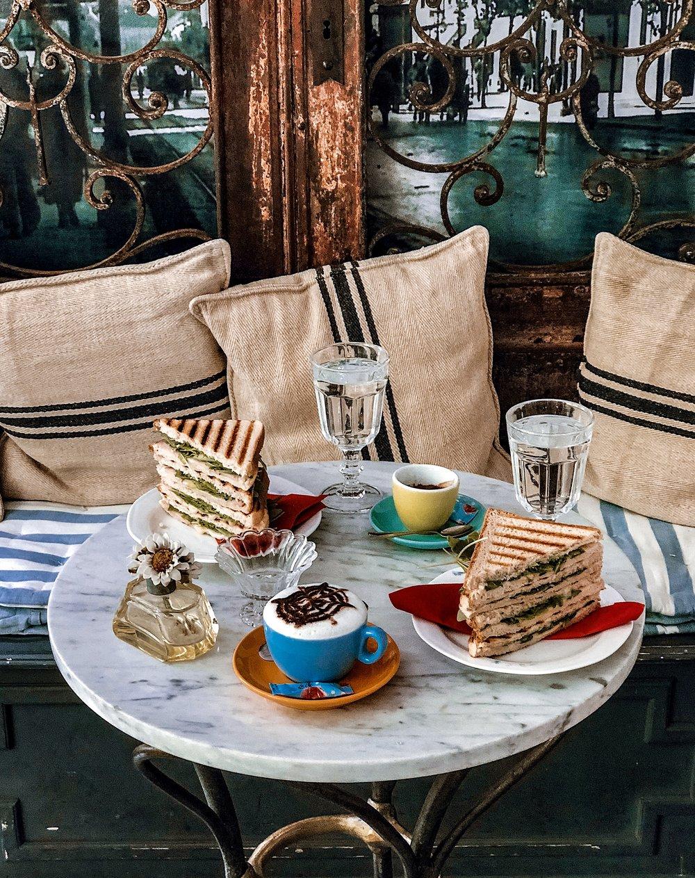 Cafe Finjak Zagreb - Ellie Dyduch