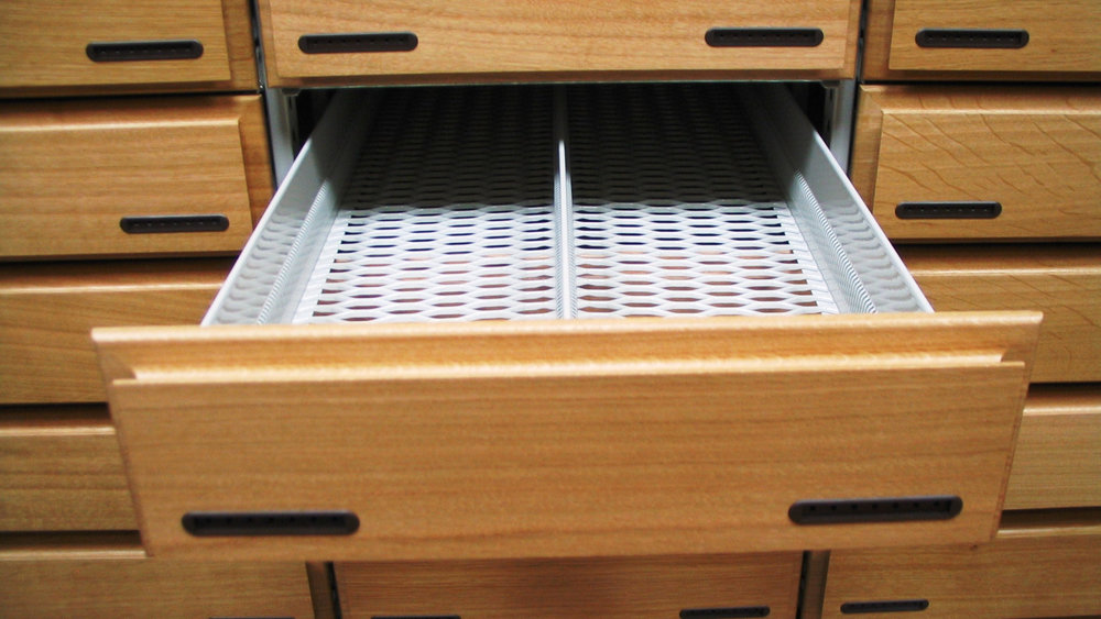 Service und mehr - - Wir überholen Schubanlagen der Firma Willach- Reparatur Ihrer Einrichtung- Lieferung von Kleinteilen wie Haken für Blisterware, Glasböden etc