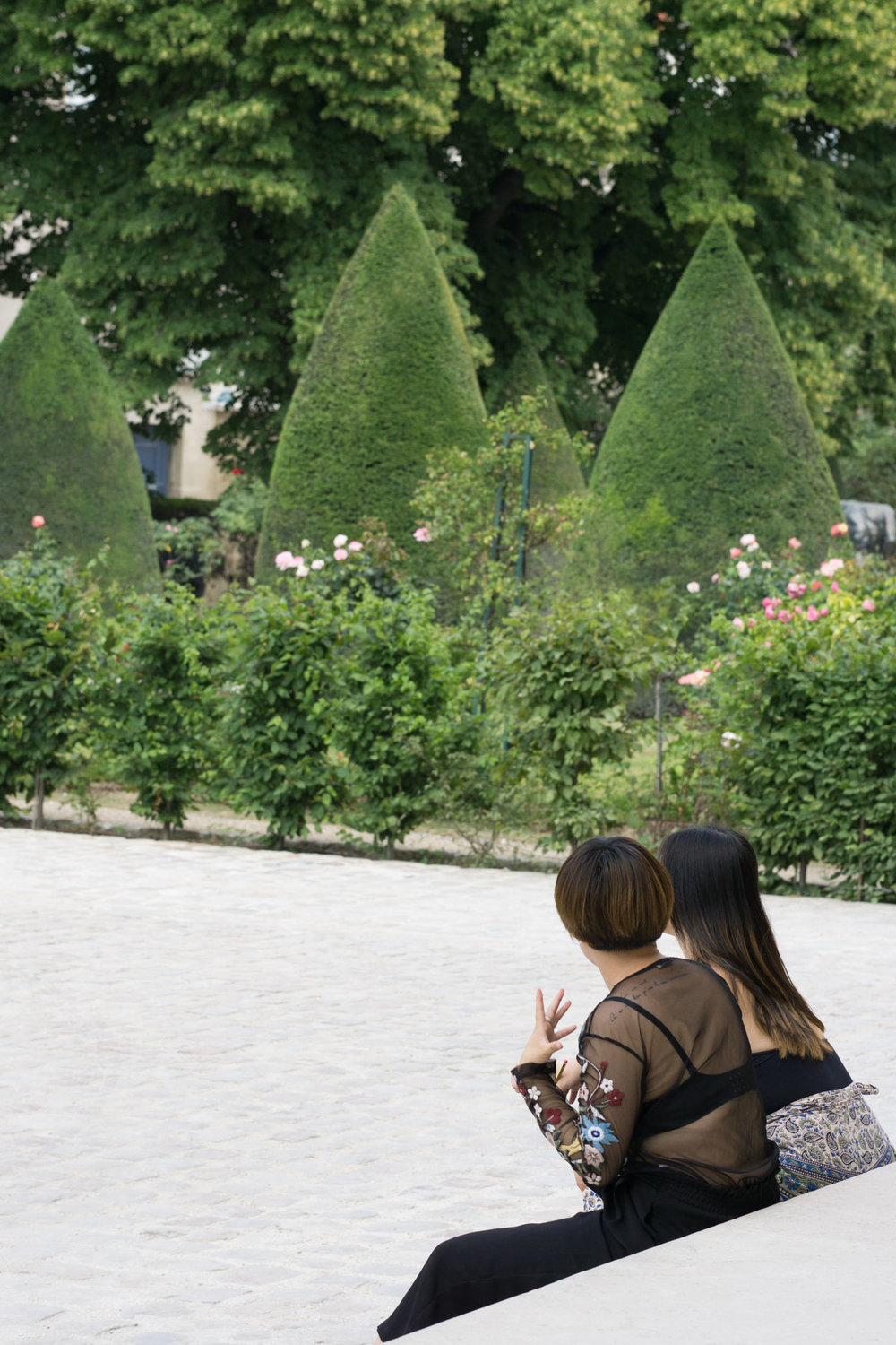 Fellow lover of art, culture and flowers? Discover the tranquil sculpture garden at the Musee Rodin, filled with striking sculptures and gorgeous roses. | Musee Rodin - Le Jardin de Sculptures | Rose Garden | Paris Travel Tips
