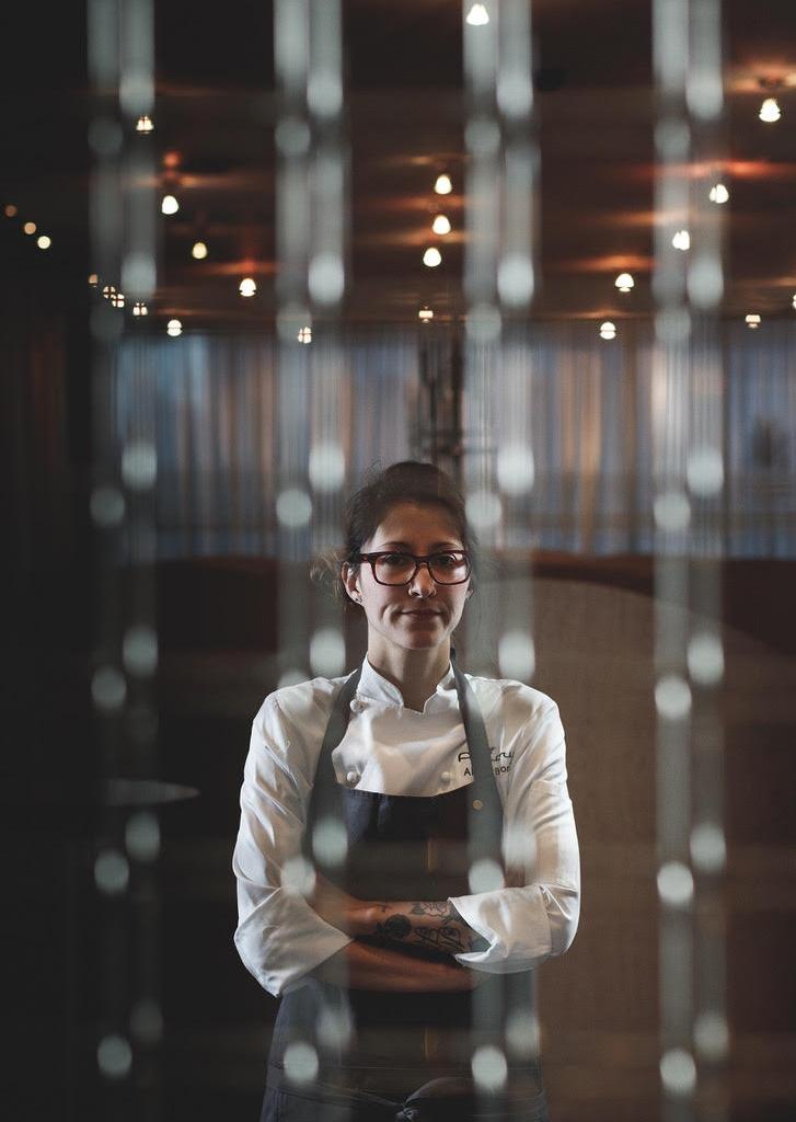 Alexis Tinoco - Alexis Tinoco é a a Diretora de Bar do Aviary, um dos melhores bares dos EUA, que tem a assinatura do aclamado chef Grant Achatz. É uma das mais competentes bartenders em atuação hoje e promete fazer a noite de hoje entrar para a história do SubAstor.
