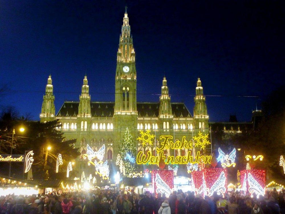 christmas-market-228940_1920 (1).jpg