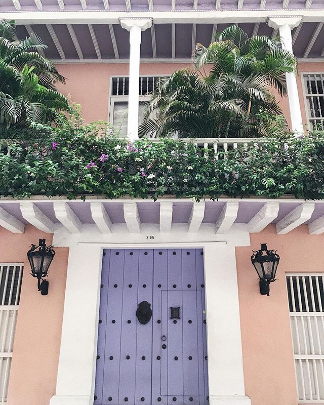 one of the prettiest house in Cartagena 🦄💜🌴 #mariluztakescartagena