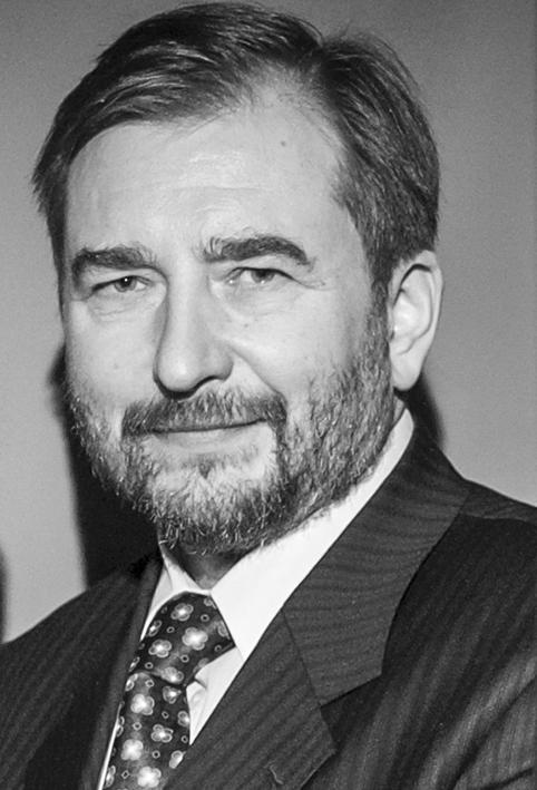 Кокарев Виктор Григорьевич, Коммерческий директор. Учитель английского языка.