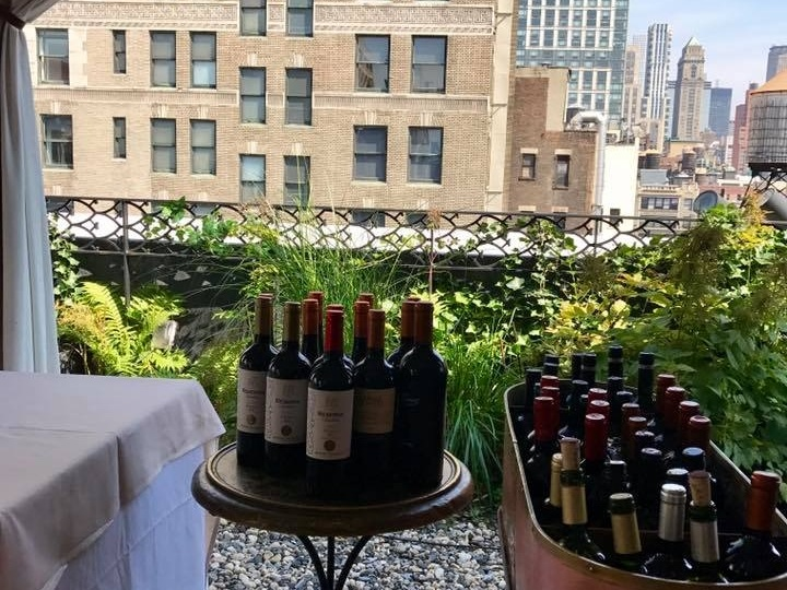 #MANHATTANNAT 2017 - CLIENT: Wines of Uruguay / INAVISUPPORT: Uruguay XXIDATE: Tuesday September 5, 2017VENUE: The Nomad Hotel, New York CityTARGET AUDIENCE: Trade & PressCONCEPTO: A wine lunch to promote the image and quality of Uruguayan wine in the US market as well as to increase sales. Attended by featured Uruguayan producers and their best Tannat wines.