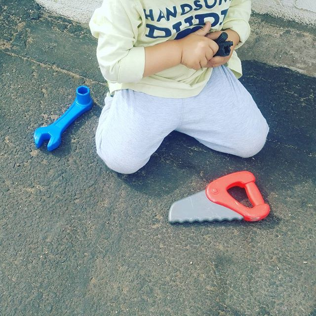 See these little hands working with little tools? They are working hard! #building #finemotorskills #tools #toddler #preschool #sandiego #prek #outside #learning
