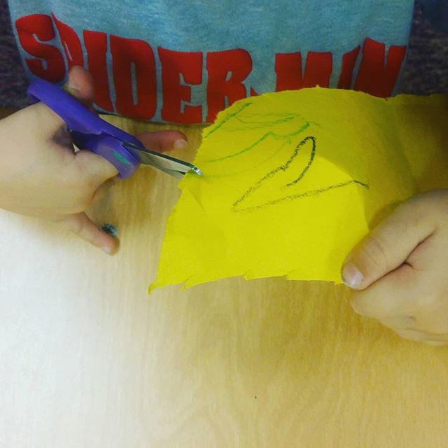 Learning to cut is SO fun! Look at these tiny hands working so hard to develop the fine motor skills that lead to learning to write. #preschool #finemotorskills #toddler #sandiego #learningtowrite #socal #sdbaby #baby #babiesofig #toddlersofig