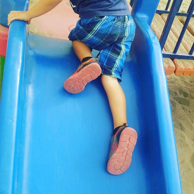 Climbing up the slide backwards is great for strengthening your muscles, problem solving, critical thinking, and it's super fun. Doing things the 'wrong way' is really awesome if you're 4 and if you're 104. #preschool #lookatme #slides #playground #bbla #sandiego #criticalthinking #problemsolving #problemsolved #socal #sdkids #sdmom #grossmotorskills #grossmotor