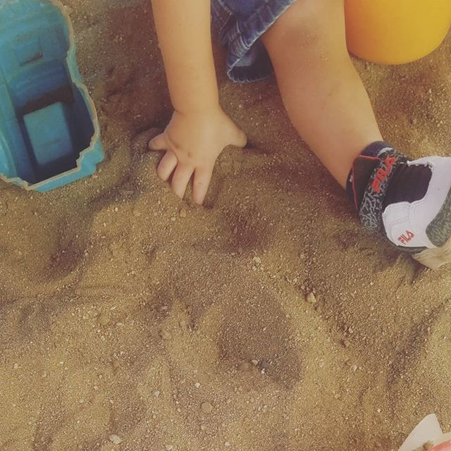Sand is an amazing sensory experience! This morning it feels cool and smooth in these tiny hands. #sensoryplay #preschooler #sand #getoutside #sandiego