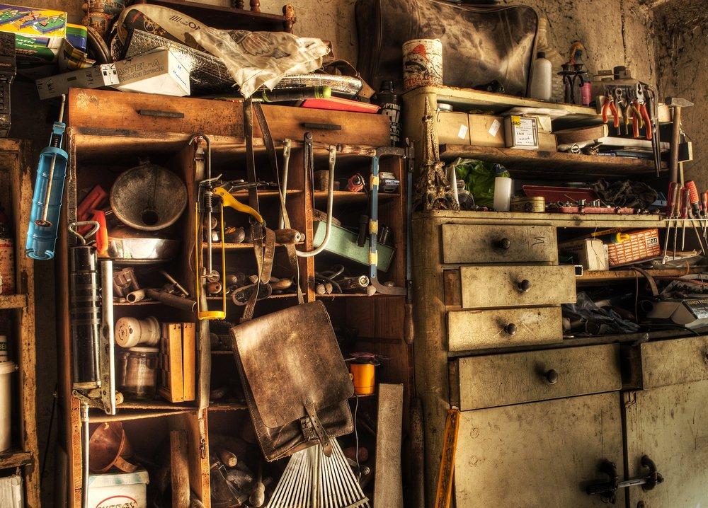 shelf-3190116_1920.jpg