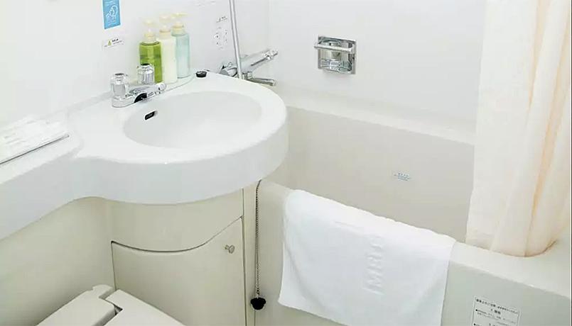 Business_Bathroom_web.jpg