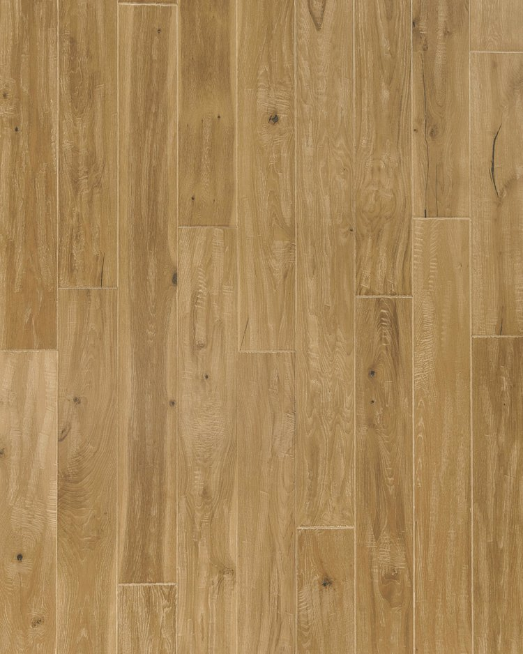 NVWO-05   Natural   White Oak    – Wire brushed, mild hand scraped, natural cracks and mineral streaks