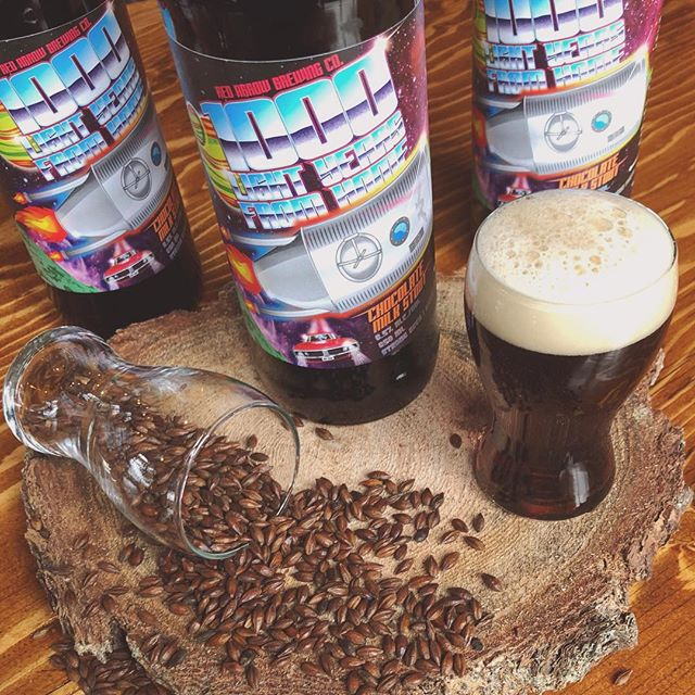 LIMITED RELEASE: our old favourite, 1000 Light Years From Home Chocolate Milk Stout, is back for the holidays! Clocking in at 6.5% ABV, this decadent brew will warm you up from the inside out! With flavours and aromas reminiscent of creamy hot cocoa and classic chocolate chip cookies (thanks to the additions of toasty chocolate malts, lactose and real cacao nibs), you'll find yourself lost in space by the smooth comfort of it all. These funky bottles are hitting store shelves around the Island this week. Pick some up before it's gone! . . . #redarrowbeer #limitedbrew #limitedrelease #itsback #fortheholidays #chocolatemilkstout #chocolate #chocolatestout #milkstout #darkbeer #decadent #delicious #rich #creamy #smooth #holidaybeer #winterbeer #tryityoulllikeit #supportlocal #cowichanvalley #yyjbeer #bcbeer #bcbeertography @bcaletrail @bccraftbreweries