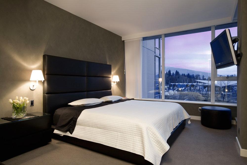 jodifoster-K-bedroom.jpg