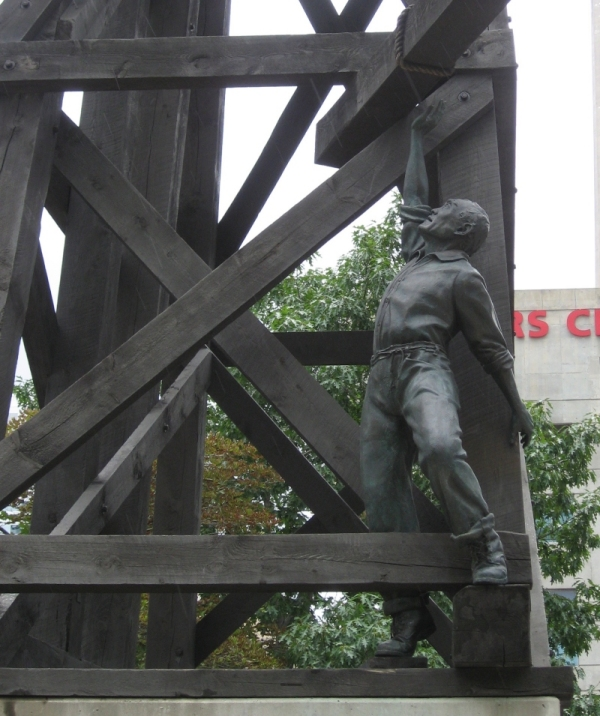 Chinese Railroad Workers Monument 3 - Toronto Railway Historical Association.jpg